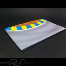 Diorama Dekor Rennstrecke Kurve mit gelb und blau Vibrator 1/43
