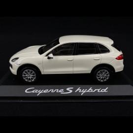 Porsche Cayenne S Hybrid 2011 weiß 1/43 Minichamps WAP0200040B